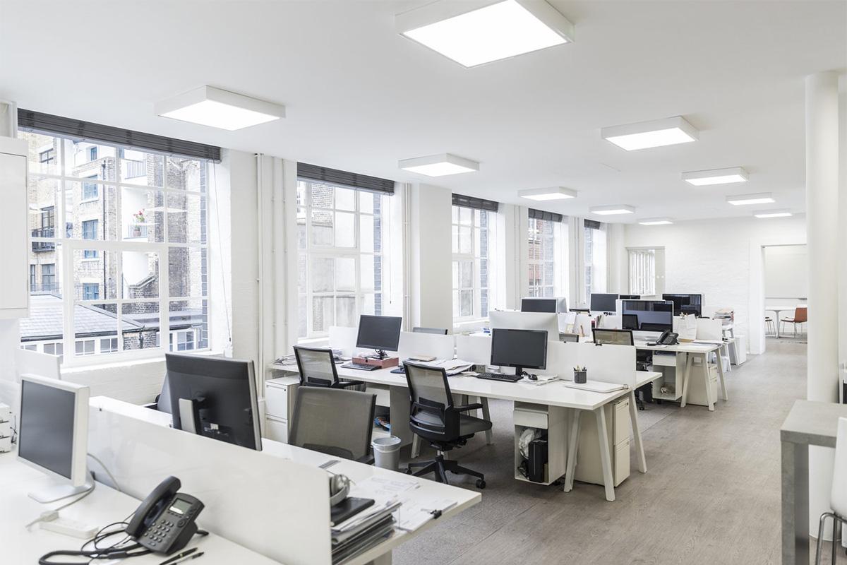 Mobilier de bureau sur mesure : aire ouverte